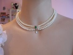 Bride Necklace Emerald Green Stone Vintage Bridal by mylittlebride Emerald Jewelry, Pearl Jewelry, Wedding Jewelry, Vintage Jewelry, Fine Jewelry, Jewellery, Emerald Rings, Ruby Rings, Wedding Rings