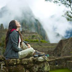 Sólo relájate y siente…el viento acariciando tu cara, la energía de los apus y el silencio de los tiempos hablándole a tu alma. Porque siempre son buenos los momentos que invitan a la calma e inspiración. ¡Nuestro #Perú te regala #MachuPicchu! #PeruTravelSpecialist