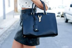 There are 2 bags I WILL own and they will be real and this Yves Saint Laurent bag (in black) is one of them!