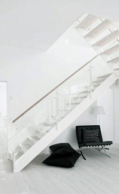 Via Delikatissen | Scandinavian | White | Barcelona Chair