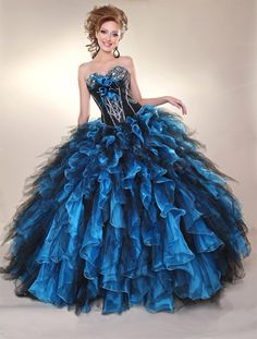I would totally wear this to prom. Along with a matching top hat ;)