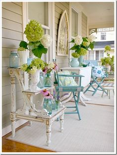 Lovely.  Oh the aqua and the hydrangeas!