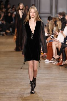 Look 38 from the Chloé Fall-Winter 2015 runway