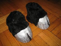 Hooves From Comfy Shoes (No High Heels!) : 12 Steps (with Pictures) - Instructables Centaur Costume, Llama Costume, Shrek Costume, Diy Unicorn Costume, Narnia Costumes, Diy Costumes, Cosplay Costumes, Halloween Costumes, Costume Ideas