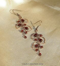 Wire wrapped vine and leaves with garnet color glass beads Wire Work, Wire Wrapped Jewelry, Wire Wrapping, Garnet, Vines, Glass Beads, Leaves, Color, Granada