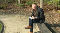 Bijna een jaar na de aanslag op de luchthaven in Zaventem brengt één van de slachtoffers een boek uit. Mark De Wit stond samen met zijn vriendin aan de incheckbalie op ongeveer 20 meter van waar de tweede bom ontplofte. Ze bleven gelukkig ongedeerd. Voor Mark was zijn verhaal neerschrijven een vorm van therapie.