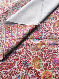 Fine Kalamkari And Embroidery Kashmir Pashmina Shawl - detail 2 Indian Patterns, Textile Patterns, Textile Prints, Cool Patterns, Duppata Style, Kashmiri Shawls, Indian Textiles, Pashmina Shawl, Handloom Saree