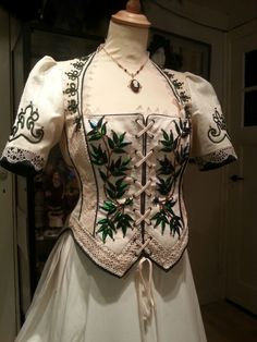 1873 style Victorian bodice, silk with beetle wing embroidery, cotton and linen (antique) lace. Costume maker: Angela Mombers