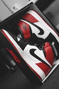 New sneakers mens nike air jordans ideas Sneakers Nike Jordan, Jordan Shoes Girls, Nike Air Jordans, Air Jordan Shoes, Sneakers Sale, Men's Sneakers, Retro Jordans, Yellow Sneakers, Girl Jordans