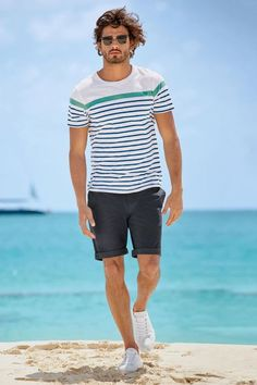 This Mens summer casual short outfits worth to copy 40 image is part from 75 Best Mens Summer Casual Shorts Outfit that You Must Try gallery and article, click read it bellow to see high resolutions quality image and another awesome image ideas. Rugged Style, Style Casual, Men Casual, Casual Styles, Style Men, Smart Casual, Men's Style, Outfit Styles, Short Styles