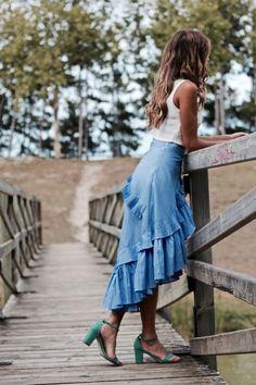como combinar falda de rayas Skirt Leggings, Skirt Pants, Midi Skirt, Unique Outfits, Beautiful Outfits, Trumpet Skirt, Elegant Bride, Rock, Daily Look