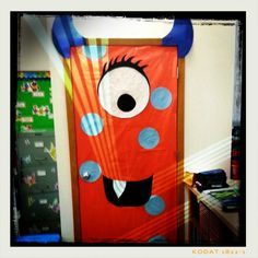 Junior monster door - Halloween party ideas: Monster Doors,,,,for the bathroom doors Theme Halloween, Halloween Door Decorations, School Decorations, Holidays Halloween, Halloween Crafts, Halloween Stuff, Halloween Halloween, Halloween Makeup, Halloween Costumes