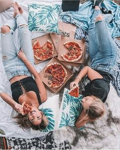 There's no one like your BFF! Check out these BFF pictures & bestie poses ideas Bff Pics, Photos Bff, Cute Friend Pictures, Cute Photos, Best Friends Shoot, Cute Friends, Bff Posen, Best Friend Fotos, Best Friend Pics