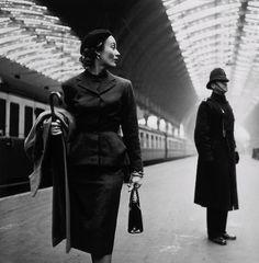 Paddington Station 1951    Photo: Toni Frissell