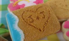Such a cute cookie for a beach-themed wedding or party!