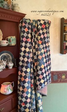 Sugar Creek Antiques 7452 W State Road 44 Shelbyville, IN 46176 Old Quilts, Antique Quilts, Easy Quilts, Vintage Quilts, Quilted Clothes, Postage Stamp Quilt, Quilt Patterns, Patchwork Patterns, Quilt Display