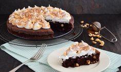 Hazelnoot brownie meringue taart - Hazelnoten, chocolade, meringue... een prachtige taart voor een op en top verwen moment