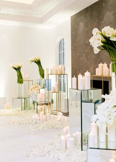 ✨✨ Flowers and candles ✨✨ ✨ simply elegant ✨ 📩 pour info and reservation envoyez nous une message direct 📩 ✨FAMO✨making your dreams come true in your special day by creating a unique, customized themes and adding a lot of magical moments ✨✨ White Flower Arrangements, Floral Centerpieces, Wedding Centerpieces, Wedding Alter Decorations, Flower Decorations, Aisle Decorations, Hotel Decor, Table Flowers, Plant Decor
