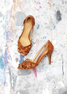 Spring Summer Collection Shoes Spring Summer Collection Shoes The post Spring Summer Collection Shoes appeared first on Summer Ideas. Pretty Shoes, Beautiful Shoes, Spring Shoes, Summer Shoes, Shoe Boots, Shoes Heels, High Heels, Mode Shoes, Manolo Blahnik Heels