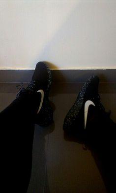 #nike #roshe #black #white #dots #sport #shoes