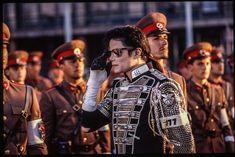 King of pop Vorsteher der heiligen Armee Jesu Christi. Michael Jackson History Album, Michael Jackson Pics, Jackson Music, Musica Pop, Jackson Family, Mike Jackson, King Of Music, Pinterest Photos, My King