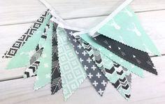 Banderoles de bannière, genre neutre pépinière Decor, Decoration anniversaire - vert menthe, gris, aztèque pépinière, pépinière Tribal, flèche, cerf, Woodland