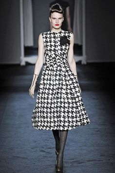 Moschino Fall 2009 Ready-to-Wear Fashion Show - Alla Kostromichova Spring Fashion Trends, Runway Fashion, Fashion Show, Womens Fashion, Vogue, Moschino, Houndstooth Dress, Winter Dresses, Classy Outfits