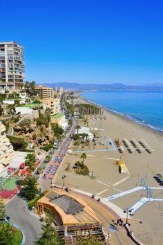13 de marzo de 2012: la playa del Bajondillo, en Torremolinos, Málaga, España