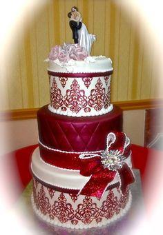 Burgundy weeding cake