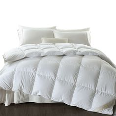 Indulge in luxury comfort with our finely constructed Dreamz Duck Down Feather Quilt. It's the perfect quilt to provide you with seasonal comfort and a great feeling at all times. Queen Size, King Size, Goose Feather Duvet, Down Quilt, Vacuum Packaging, Winter Quilts, Goose Feathers, Down Feather