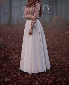 I am so in love with this beautiful covered hijab outfit❤️ - Argoratta Modern Hijab Fashion, Hijab Fashion Inspiration, Islamic Fashion, Abaya Fashion, Muslim Fashion, Skirt Fashion, Fashion Dresses, Fashion Muslimah, Hijab Outfit