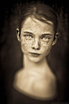 Freckles – Un photographe capture les taches de rousseur dans de jolis portraits