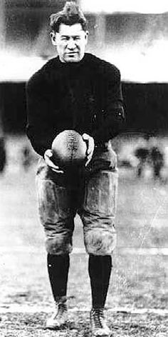 An auction and card show in East Central Pennsylvania will be held to raise funds for a statue of Jim Thorpe near his gravesite. American Athletes, American Sports, American Football, Football Pictures, Sports Photos, Football Images, Cleveland Team, Cleveland Browns, Sport Football