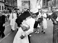 Love this photo of a celebratory kiss between strangers after Japan surrendered in WWII. Alfred Eisenstaedt