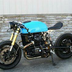 i.pinimg.com/... - #ipinimgcom Moto Cafe, Cafe Bike, Cafe Racer Bikes, Cafe Racer Build, Vintage Bikes, Vintage Motorcycles, Custom Motorcycles, Custom Bikes, Custom Choppers
