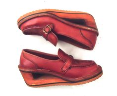 b1824d0a5735 70s Platform Clogs Wedge Loafer Wood Cut Out Heel Burnt Sienna Leather  Closed Toe Shoes by Town   Country Size 7M 37