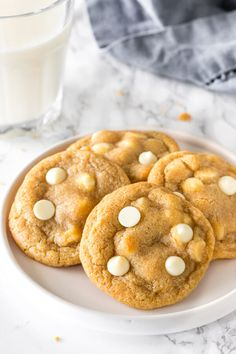 These white chocolate chip cookies are soft, chewy, and filled with white chocolate in every bite. Better than Mrs. Fields or Subway - this is the perfect homemade cookie recipe. White Chocolate Recipes, White Chocolate Chip Cookies, Cinnamon Recipes, Cinnamon Apples, Cookie Desserts, Cookie Recipes, Peanut Butter Frosting Easy, Crazy Cookies, Chips Recipe