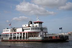 Algiers Ferry crossing the Mississippi River