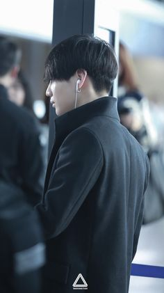 "holyblood: """"161111 incheon airport to jakarta © tmh-studio ✧ do not edit! "" """