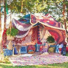 Boho Mojo/This is how I Festival ♡/ Camping/Picnics/Nature/Get Outside/Bohemia. Boho Mojo/This is Gypsy Decor, Bohemian Decor, Boho Chic, Bohemian Garden Ideas, Hippie Garden, Boho Ideas, Style Ideas, Decor Ideas, Festival Camping
