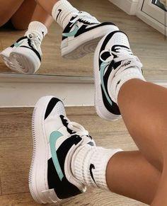Cute Sneakers, Shoes Sneakers, Zapatillas Nike Jordan, Nike Af1, Sneakers Fashion, Fashion Shoes, Red Fashion, Jordan Shoes Girls, Nike Shoes Air Force