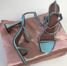 Pretty Shoes, Cute Shoes, Me Too Shoes, Socks And Heels, Shoes Heels, Pumps, Dream Shoes, New Shoes, Blue Heels