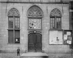 """Stadhuis van Vianen ca. 1910-1935. Mooi pamfletten rechts met o.a. een mooie spreuk """"Sterke drank verslindt - Wat vlijt en arbeid wint"""""""