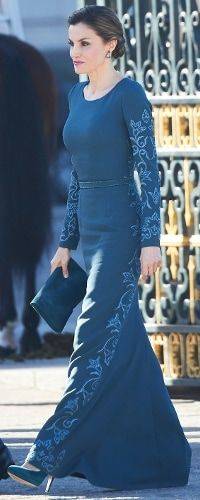 La Reina Letizia durante la Celebración de la Pascua Militar 2017, Madrid, España. 06.01.2017. The Queen of Spain dressed in a customary full length dress, the same teal green Felipe Varela gown she wore to the same event in 2015, her first as queen. She also coordinated the look with the same tonal suede accessories by Magrit. Doña Letizia wore a beautiful braided up-do and her COOLOOK 'Sarin' earrings.