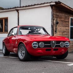 Is there anything more cool than Alfa Romeo GTV Restomod?🤔 Like famed Porsche specialists Singer have done with old Alfaholics have… Alfa Romeo Gtv 2000, Alfa Romeo 1750, Alfa Romeo Gtv6, Alfa Romeo Cars, Alfa Bertone, Alfa Alfa, Chevy Impala, Classic Sports Cars, Classic Cars