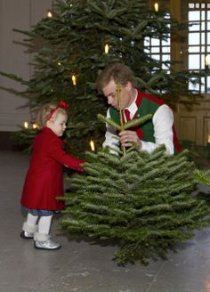 Princess Estelle accepted Christmas trees from forestry programme students from the Swedish University of Agricultural Sciences on 17.12.13