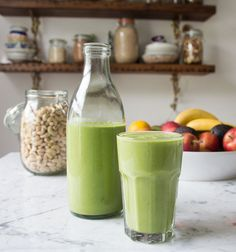 The key to a great green smoothie is to add a sweet fruit like mango- green smoothie (Deliciously Ella) Serves 2 - 1 mango - 2 ripe bananas - 2 cups of spinach - a cup of cashew nuts - 2 cups of almond milk, coconut water or water - Smoothie Vert, Juice Smoothie, Smoothie Drinks, Smoothie Bowl, Vanilla Smoothie, Green Smoothie Recipes, Healthy Smoothies, Healthy Drinks, Healthy Snacks