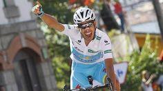 Fabio Aru, 25 anni, esulta sul traguardo della 20esima tappa. ( foto Bettini ). Lasciare il segno.