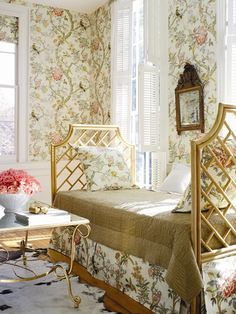 Chinoiserie chic, soft tones, chinoiserie bedroom, gold bamboo daubed, wallpaper, bedding,