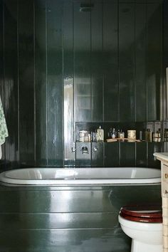 Green Gloss Bathroom: Deep Brunswick Green http://www.houseandgarden.co.uk/interiors/green-wall-paint/green-gloss-bathroom-deep-brunswick-green?next